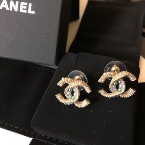 Beautiful Chanel earrings with pearls